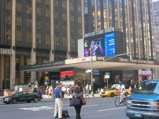 Madison square garden from the front foor of the hotel for Best restaurants near madison square garden