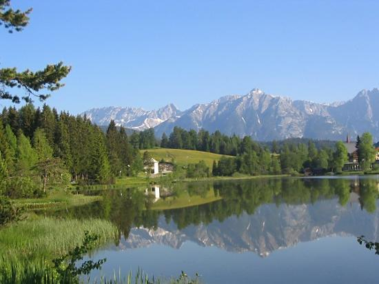 Hotel Alpina : Lake at Seefeld