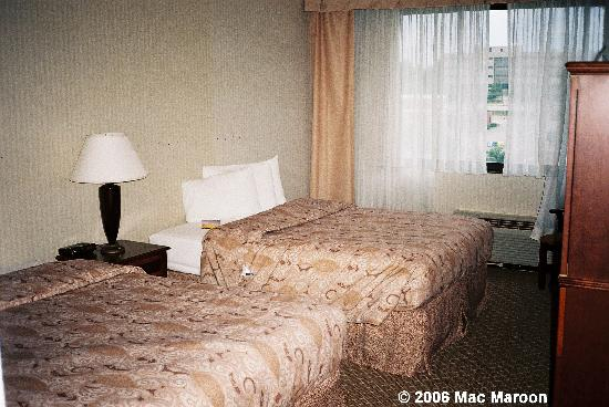 Holiday Inn Denver Lakewood: The headboards were missing from our beds due to the renovations