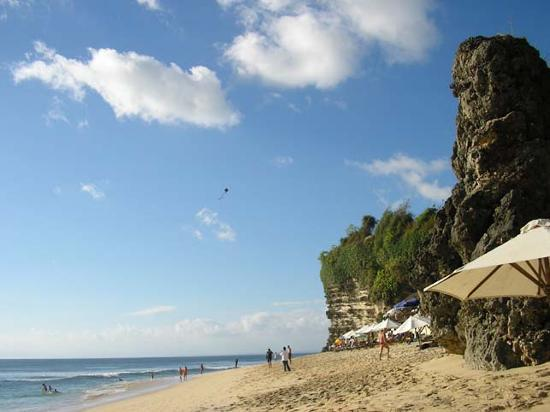 Uluwatu, Indonesië: Even the rock looks great!