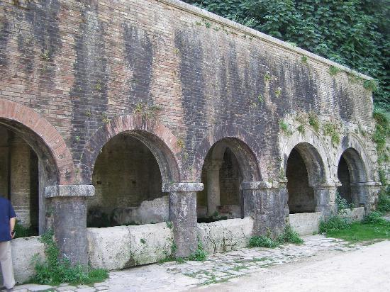 Σαν Τζιμινιάνο, Ιταλία: Fonti di Mediavali, the Medieval Fountains of San Gimignano