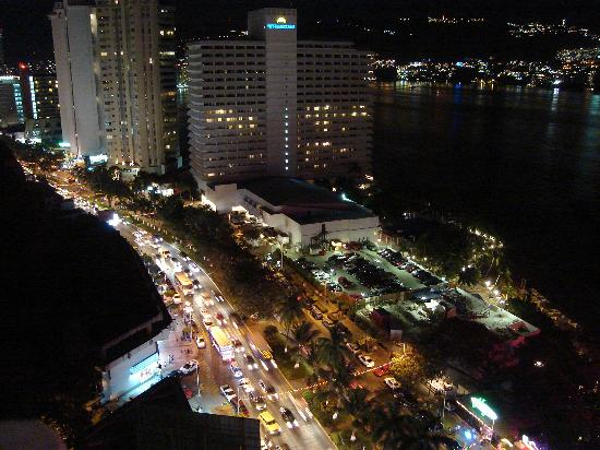 Romano Palace Hotel & Suites Acapulco: Night View from Hotel