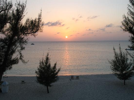 Pantai Seven Mile, Grand Cayman: It Was A Good Day,,,,,Again