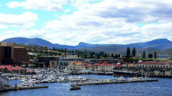 Lenna of Hobart: View of the Harbour (camera zoom)