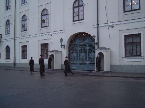 Albert Hotel: Changing the guard at Riga castle, home of the lady president.