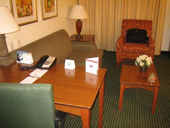 Residence Inn Salinas: Nice living room