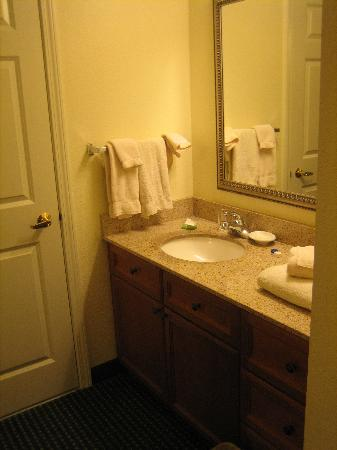Residence Inn Salinas: Sink