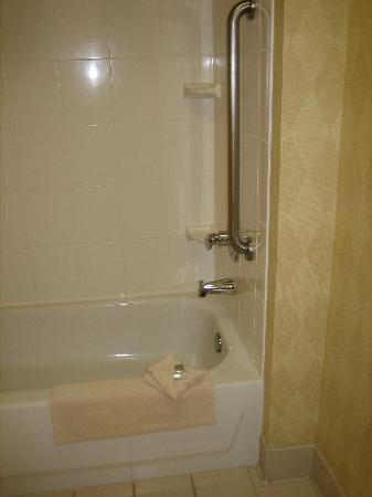 Residence Inn Salinas: Bathroom
