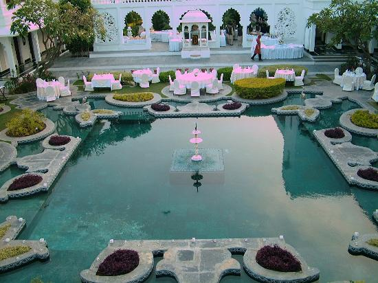 Taj Lake Palace Udaipur : Al Fresco Dining In Style