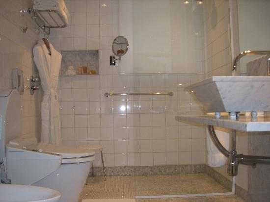 Emiliano Hotel: bathroom