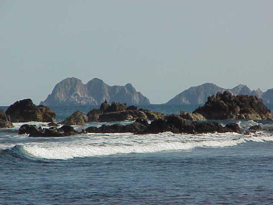 Barra de Navidad, Messico: Islands in Bahia Tenacatita