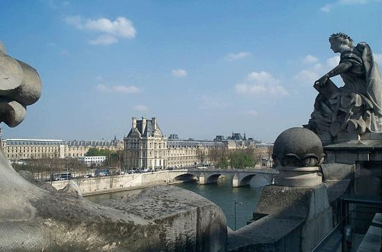 View from orsay balcony across seine to louvre for Balcony louvres