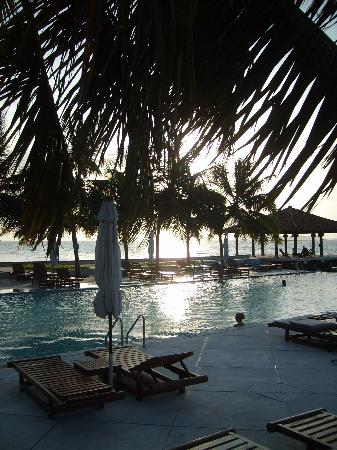 Club Faru: Swimming Pool at Dusk