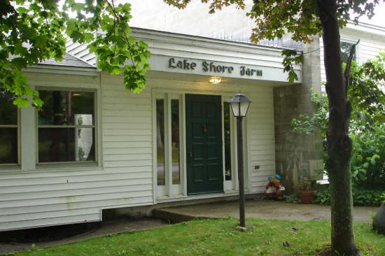 ‪Lake Shore Farm‬