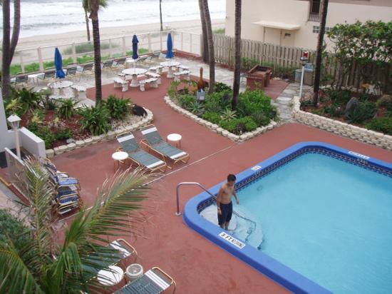 Windjammer Resort: the larger pool