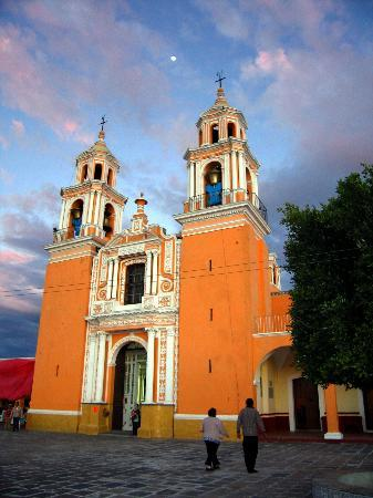 Puebla, Mexique : Church on top of Cholula ruins 