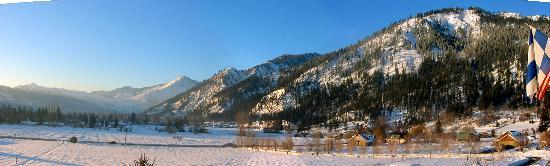 Leavenworth, WA: looking south, a panoramic view