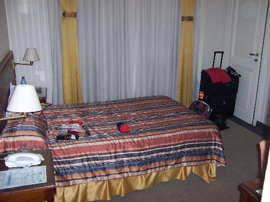 Regis Orho Hotel: Main area/Double bed