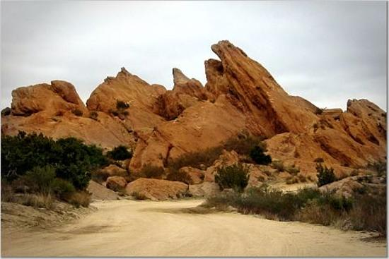 http://media-cdn.tripadvisor.com/media/photo-s/00/1b/c9/e9/vasquez-rocks.jpg