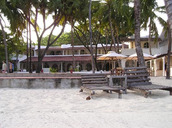Diamonds Malindi Beach: Hotel & pools from beachfront