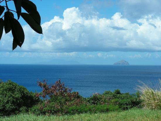 มอนต์เซอร์รัต: View of Redondo and Nevis from Montserrat
