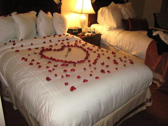 http://media-cdn.tripadvisor.com/media/photo-s/00/1b/ed/46/wedding-anniversary-bed.jpg