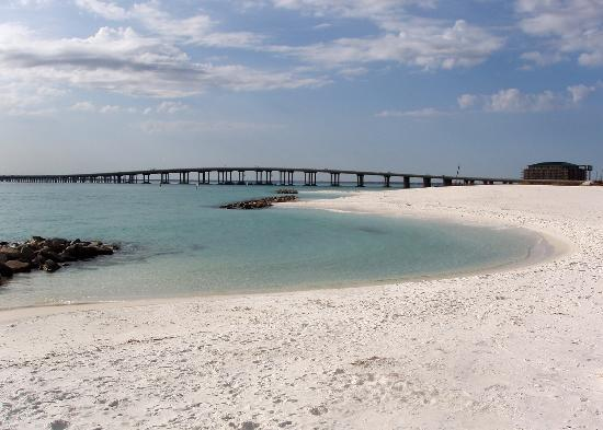 Four Points by Sheraton Destin- Ft Walton Beach: Clear water at Destin Harbor Beach