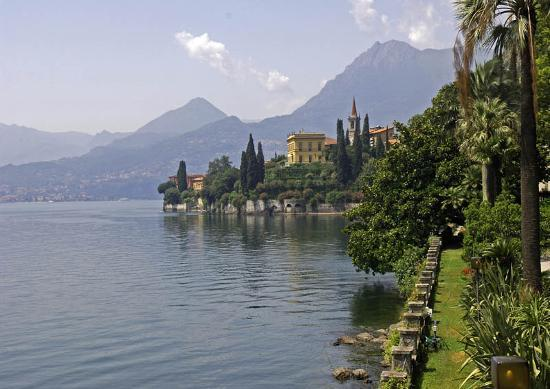 Tremezzo, Włochy: Villa Balbianello from the Boat