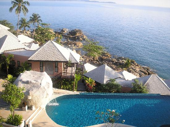 Samui Cliff View Resort & Spa: Pool and huts