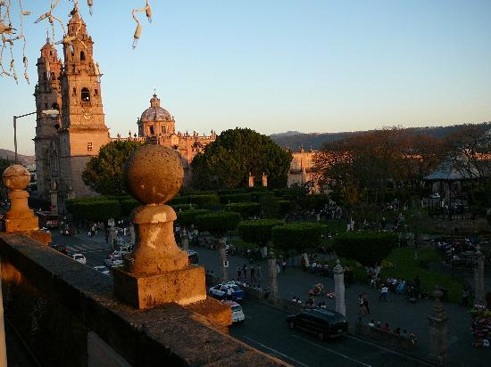 Morelia, Meksika: beautiful square near hotel