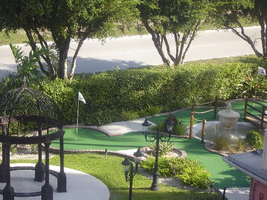 El Palacio Sports Hotel & Conference Center : Mini Golf Course