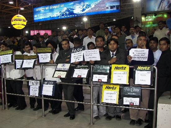 Jukaso IT Suites Gurgaon: Drivers waiting at airport