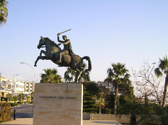 Alexander The Great Beach Hotel: The statue of Alexander the Great