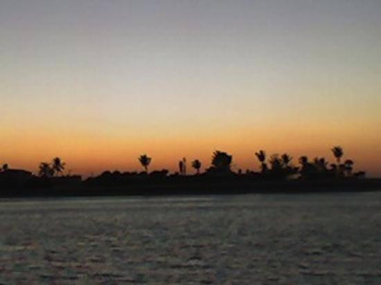 Fort Pierce, Флорида: Sunset from the Jetty 100 yards away from the hotel