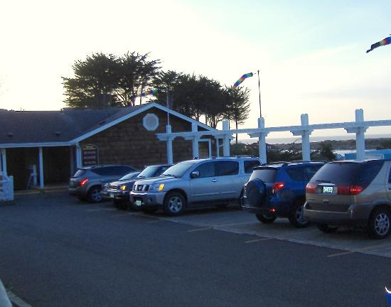 Bandon Inn : Parking is tight but adequate for most 