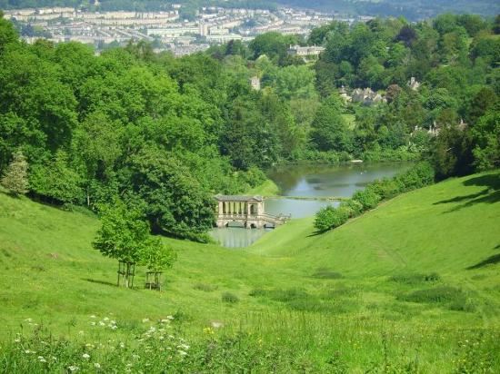 ‪باث, UK: Prior Park with Bath in the background‬