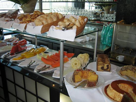 Rio Design Hotel: cafe da manha (breakfast)