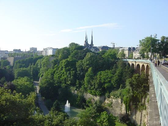 Luxemburg Stad, Luxemburg: View to Petrusse Valley from Bridge