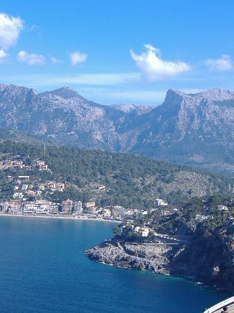 Sóller, Spania: view of puerto soller from lighthouse