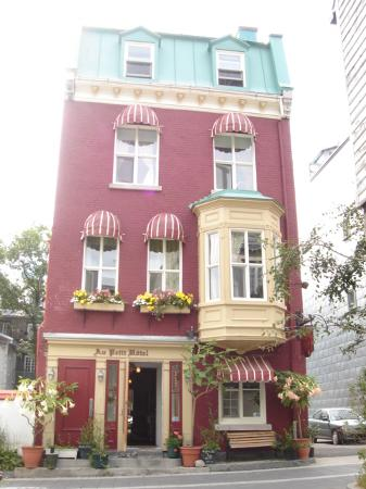 Au Petit Hotel: How cute the hotel is!
