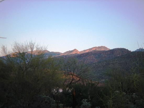 The Jeremiah Inn Bed and Breakfast: dawn hits the mountains behind the inn