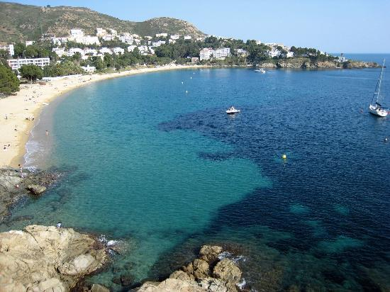Rosas, Espagne : Beach & cove from our balcony