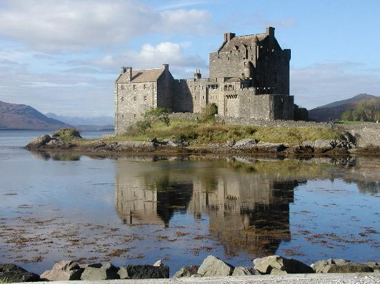 http://media-cdn.tripadvisor.com/media/photo-s/00/1d/73/fe/eilean-donan-castle.jpg