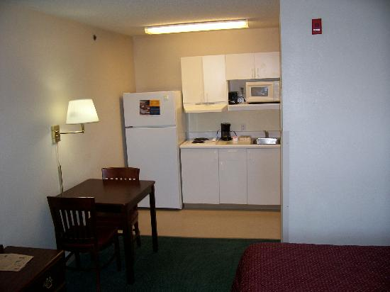 Extended Stay America - Louisville - Dutchman: Cooking area