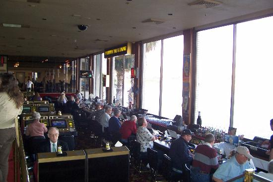 Don Laughlin's Riverside Resort : SMOKEY RIVERSIDE CASINO BAR