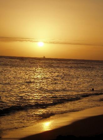 Honolulu, HI: Picture Perfect Sunset