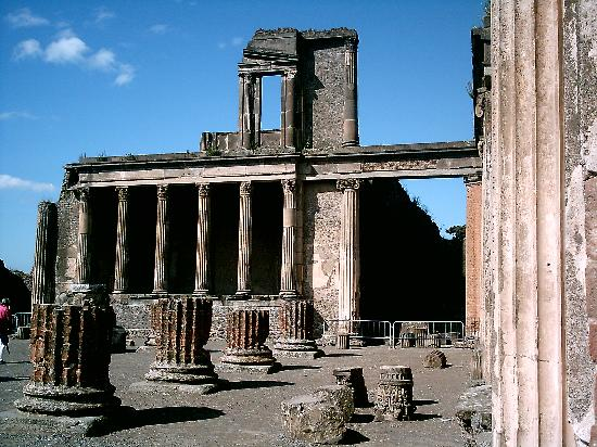 Pompeii, Italia: The Basilica
