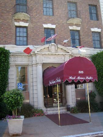 Inn at the Park: Main entrance off Spruce & 6th