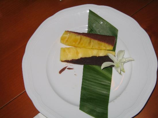 Four Seasons Resort Lana'i, The Lodge at Koele: Chocolate-dipped pineapple welcome gift