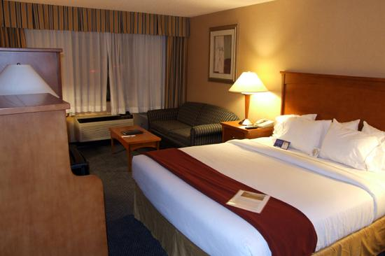 Holiday Inn Express: My room (413)